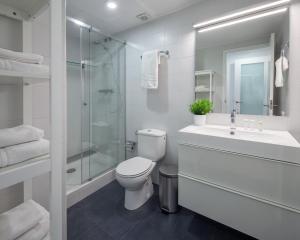 A bathroom at Habitat Apartments Hot Jazz