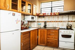 Una cocina o zona de cocina en Cozy Apartment