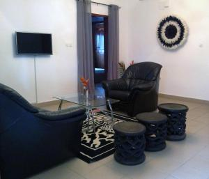 A seating area at Bolo Residence Douala