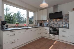 Een keuken of kitchenette bij Vakantiewoning Wielen