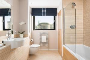 Een badkamer bij Princes Street Suites
