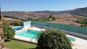 A view of the pool at Quinta De Stº Antonio or nearby