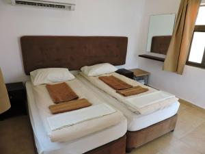 Cama o camas de una habitación en Mujib Chalets