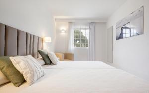 Cama o camas de una habitación en Ilunion Menorca