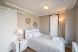 Un pat sau paturi într-o cameră la The Ideal 3 Bedroom Getaway by Central Park UWS