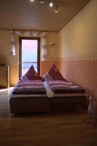 Ein Bett oder Betten in einem Zimmer der Unterkunft Haus Erika/ Fam. Frevel