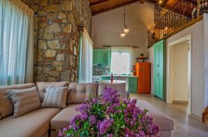 A seating area at Mediterraneo Luxury Suites Halkidiki