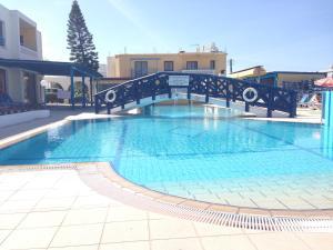 Бассейн в Kefalonitis Hotel Apartments или поблизости