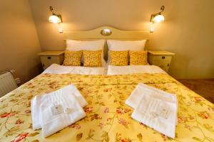 Apartments Kajovska 63房間的床