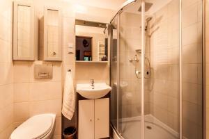 A bathroom at Willa Stróża