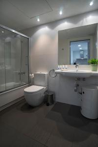 A bathroom at AB Parc Guell Luxury