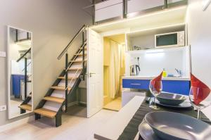 A kitchen or kitchenette at Transit Apartments