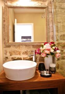 A bathroom at Magnolia Luxury Apartments