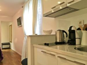 A kitchen or kitchenette at Magnolia Luxury Apartments