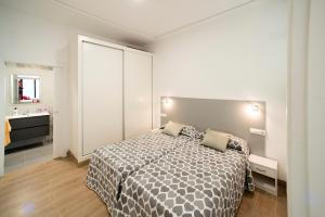 A bed or beds in a room at Paterna Rent A Loft