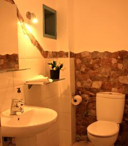 A bathroom at Pension Candelaria