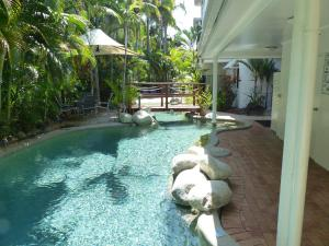 The swimming pool at or near Retro Port Douglas Apartments