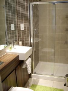A bathroom at Titanic View Apartment