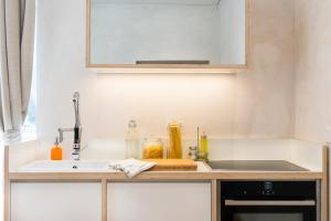 A kitchen or kitchenette at 00192 luxury apartment