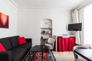 A seating area at Great 2 bedrooms flat - Panthéon - Latin Corner