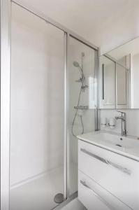 A bathroom at Great 2 bedrooms flat - Panthéon - Latin Corner