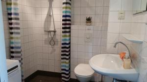 Een badkamer bij SCHELP Bed by the Sea
