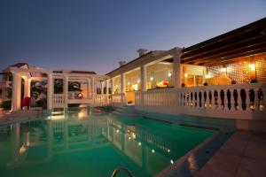 Πισίνα στο ή κοντά στο Hotel Caretta Beach