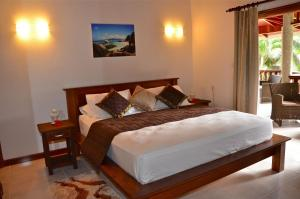 A bed or beds in a room at Villa Pasyon