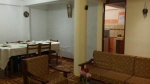 Un restaurante o sitio para comer en Miravalle Lodge Apart