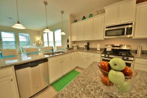 A kitchen or kitchenette at Starmark Vacation Villas, Condo's and Pool Homes