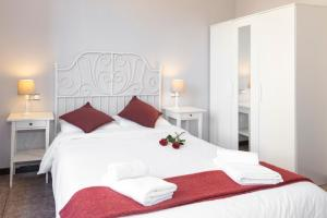 A bed or beds in a room at Whatching Sagrada Familia