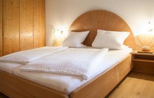 Un pat sau paturi într-o cameră la Ferienwohnungen Grimm