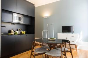 A kitchen or kitchenette at bnapartments Carregal