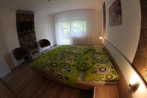 A bed or beds in a room at Loki Apartman