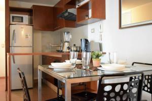Una cocina o zona de cocina en Cochrane Departamentos Amoblados