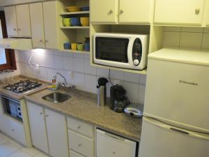 Kitchen o kitchenette sa Apartamento Centro Solar do Poente