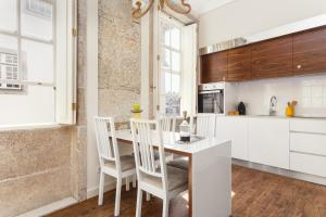 A kitchen or kitchenette at Oporto Home - River Front