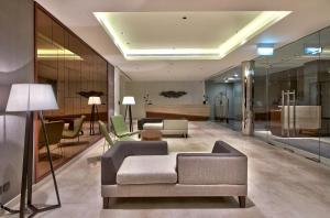 The lobby or reception area at Hilton Colombo Residence