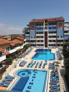 吉奧別墅海明威- 公寓式酒店游泳池或附近泳池的景觀