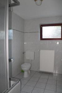 Vonios kambarys apgyvendinimo įstaigoje Sunny House