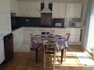 A kitchen or kitchenette at Un Gite en Provence