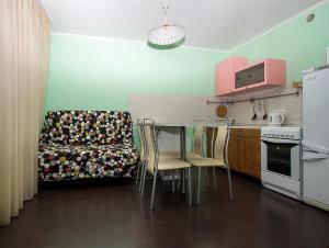 A kitchen or kitchenette at ApartLux Yugo-Zapadnaya Studio