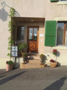 Eine Fassade oder ein Eingang zu Les Rues Basses