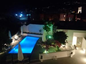 A view of the pool at Villa LuxL or nearby