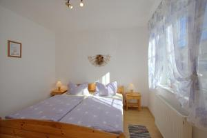 A bed or beds in a room at Apartment Glowe