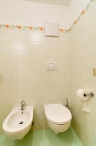 A bathroom at Appartamenti Cesa Maria Mountain Hospitality