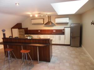A kitchen or kitchenette at Ethan House Holiday Suites