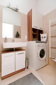 Küche/Küchenzeile in der Unterkunft Modern Central Apartment