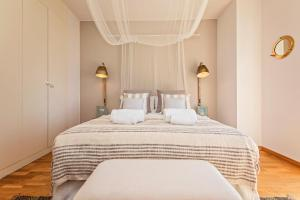 A bed or beds in a room at Sweet Inn - Villa Olympica Mediterranean