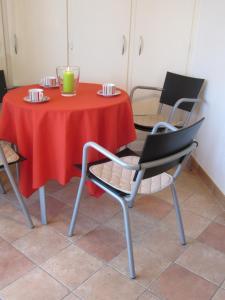 A seating area at Szundi Apartman